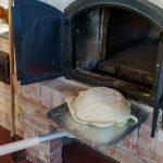Erdélyi pityókás kenyér káposzta levélen